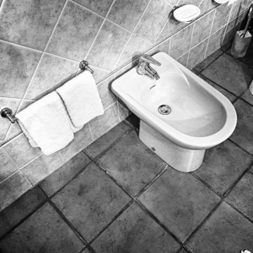 Zulke dingen leer je niet op de lagere school cornutus - Muurbekleding houten badkamer ...
