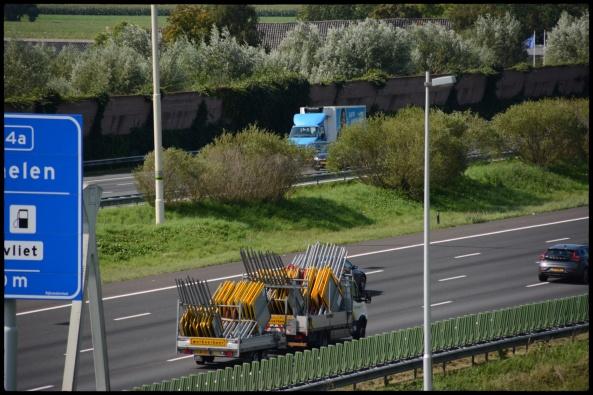 Gele borden snelweg
